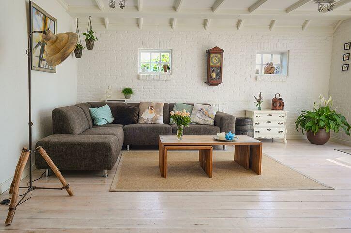 שדרוג הסלון והמטבח על ידי חפצי נוי מעוצבים