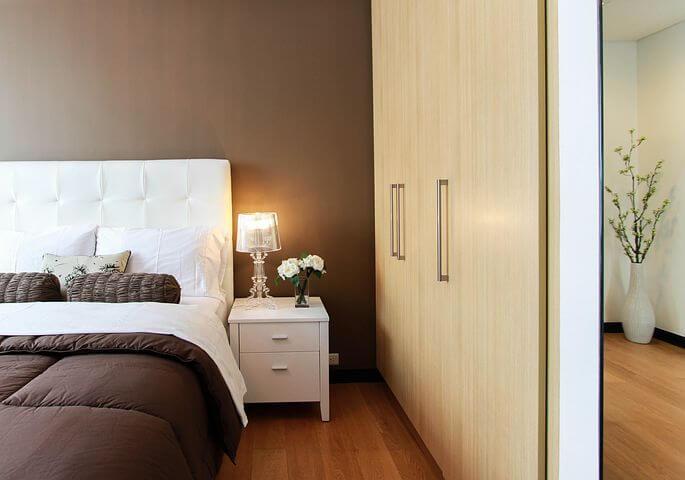 ארון עם דלתות הזזה לעומת ארון סגירה- מה  כדאי לכם לבחור?